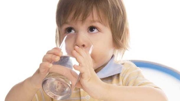 Uống nước ấm vào buổi sáng có lợi gì cho hệ tiêu hóa